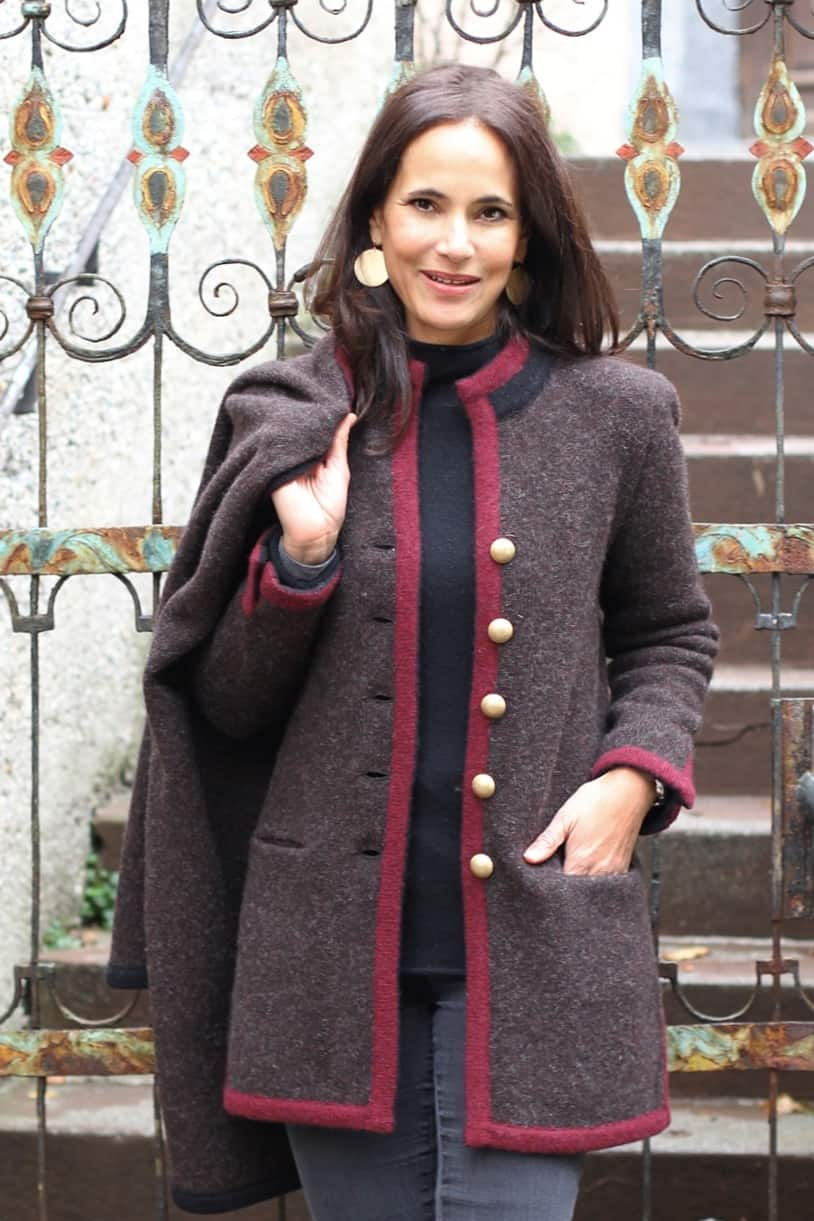 Coat: L446 Color: 1930/3191+090 (GOW)  Cape: L175/22T Color: 1930/3191+090